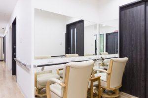 月のうさぎ機能訓練室鏡